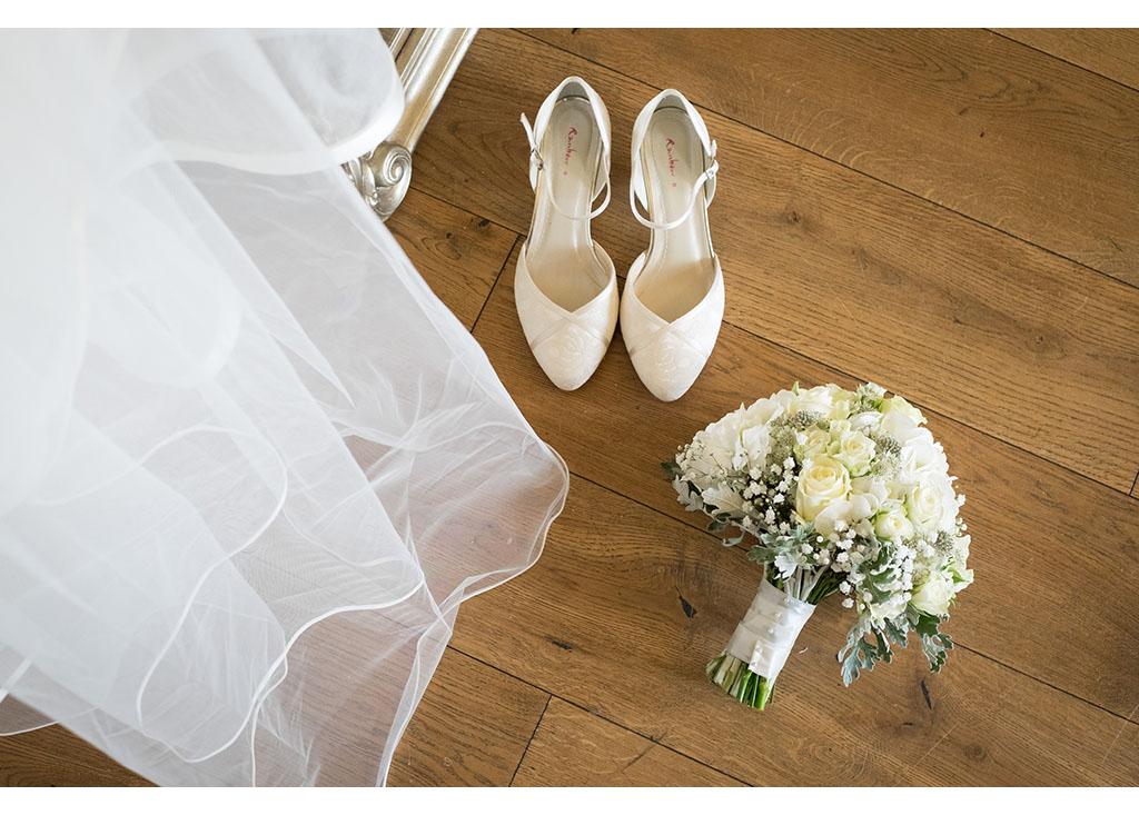 vibrant wedding at Hylands House photo photos photographer Chelmsford Essex wedding reception bride bridal preparation photography eyeshine