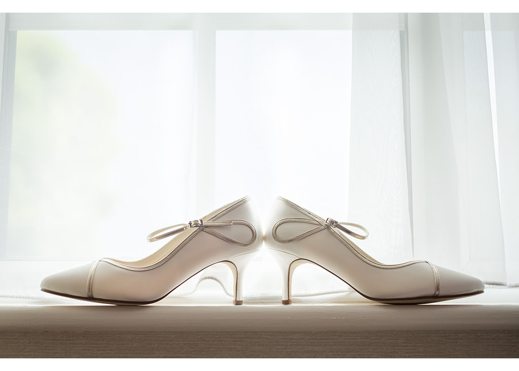 Rayleigh Wedding photo photos photographer Rayleigh Essex wedding photography eyeshine bride bridal preparations wedding shoes