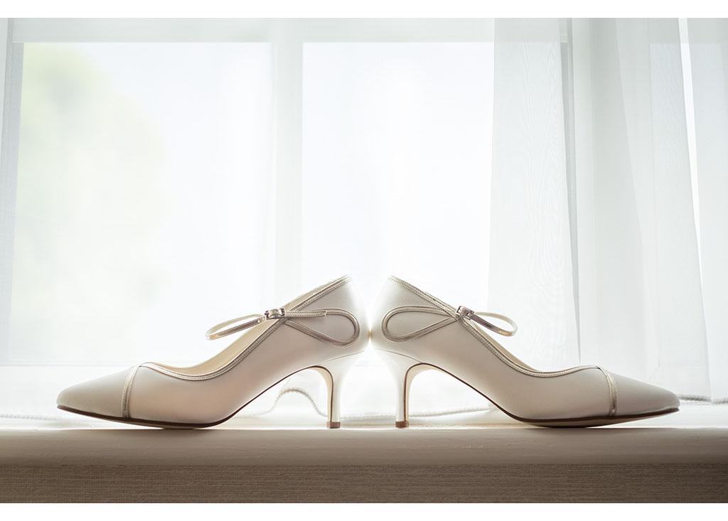 Rayleigh Wedding photo photos photographer Rayleigh Essex wedding photography eyeshine bride bridal preparations wedding shoes