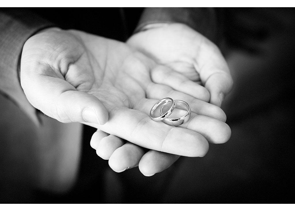 Rayleigh Wedding photo photos photographer Rayleigh Essex wedding photography eyeshine groom preparations best man wedding rings
