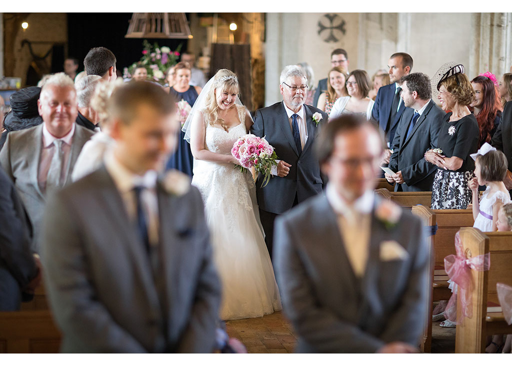 Rayleigh Wedding photo photos photographer Rayleigh Essex wedding church photography eyeshine flowers bouquet bride groom married father