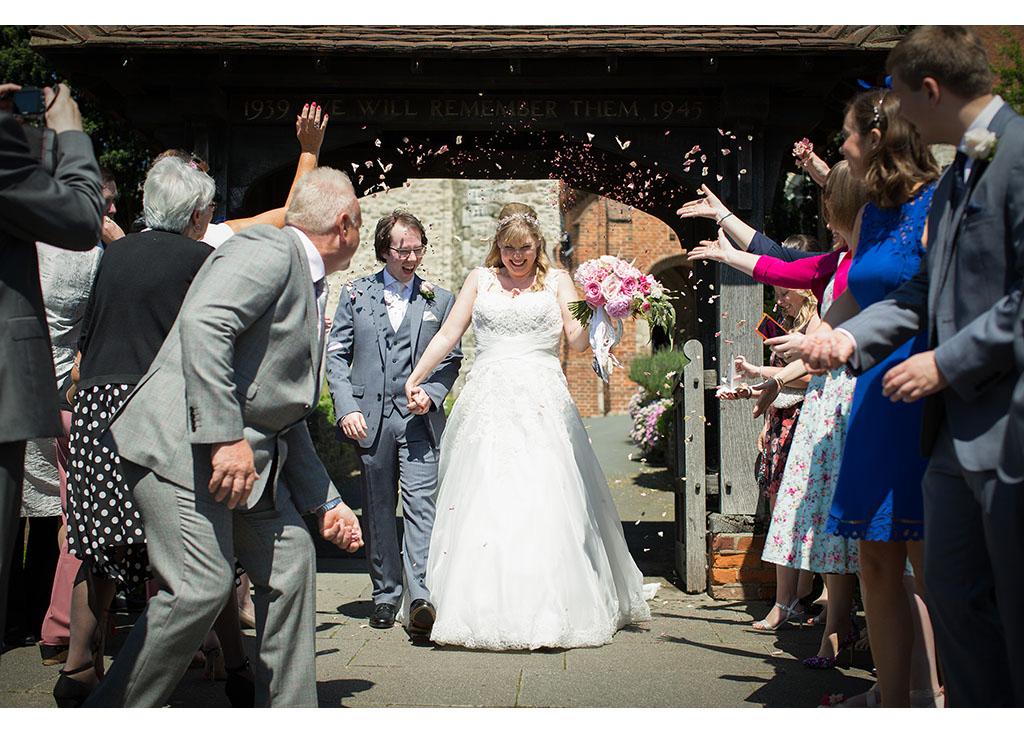 Rayleigh Wedding photo photos photographer Rayleigh Essex wedding church photography eyeshine flowers bouquet bride groom married confetti