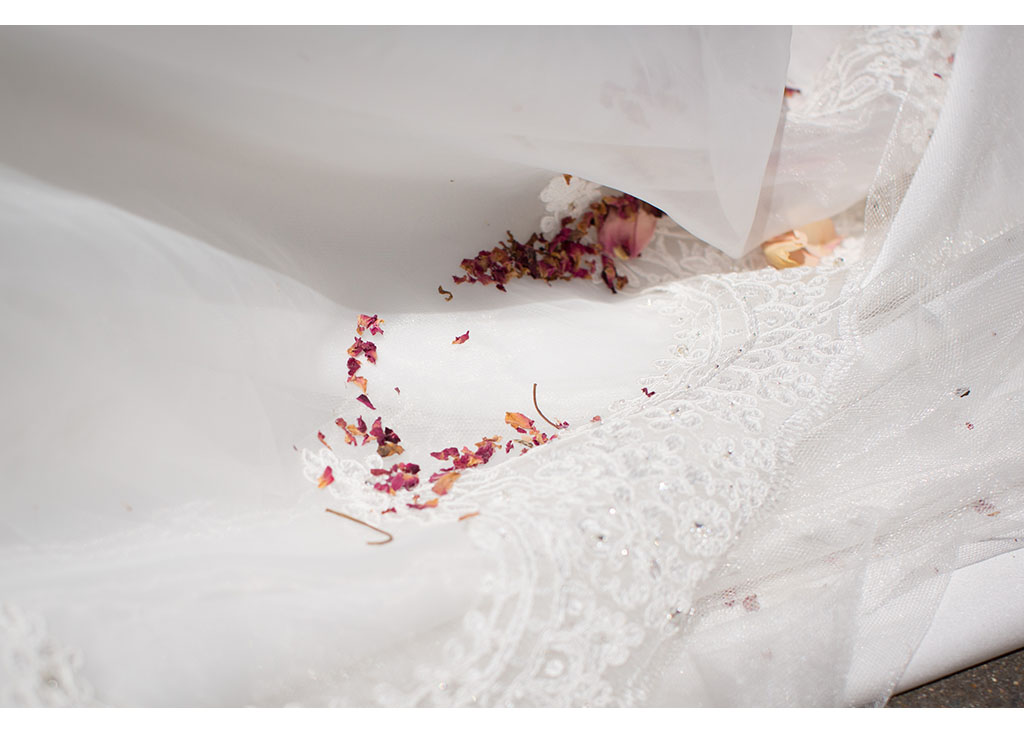 Rayleigh Wedding photo photos photographer Rayleigh Essex wedding church photography eyeshine bride confetti