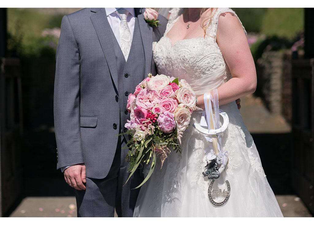 Rayleigh Wedding photo photos photographer Rayleigh Essex wedding church photography eyeshine flowers bouquet bride groom married