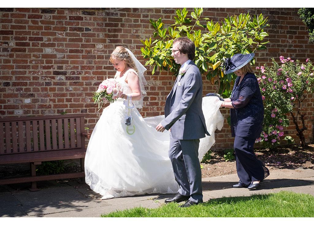 Rayleigh Wedding photo photos photographer Rayleigh Essex wedding church photography eyeshine bride groom married mother of bride