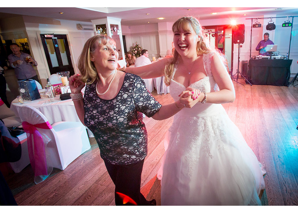 Rayleigh Wedding photo photos photographer Rayleigh Essex wedding reception photography eyeshine