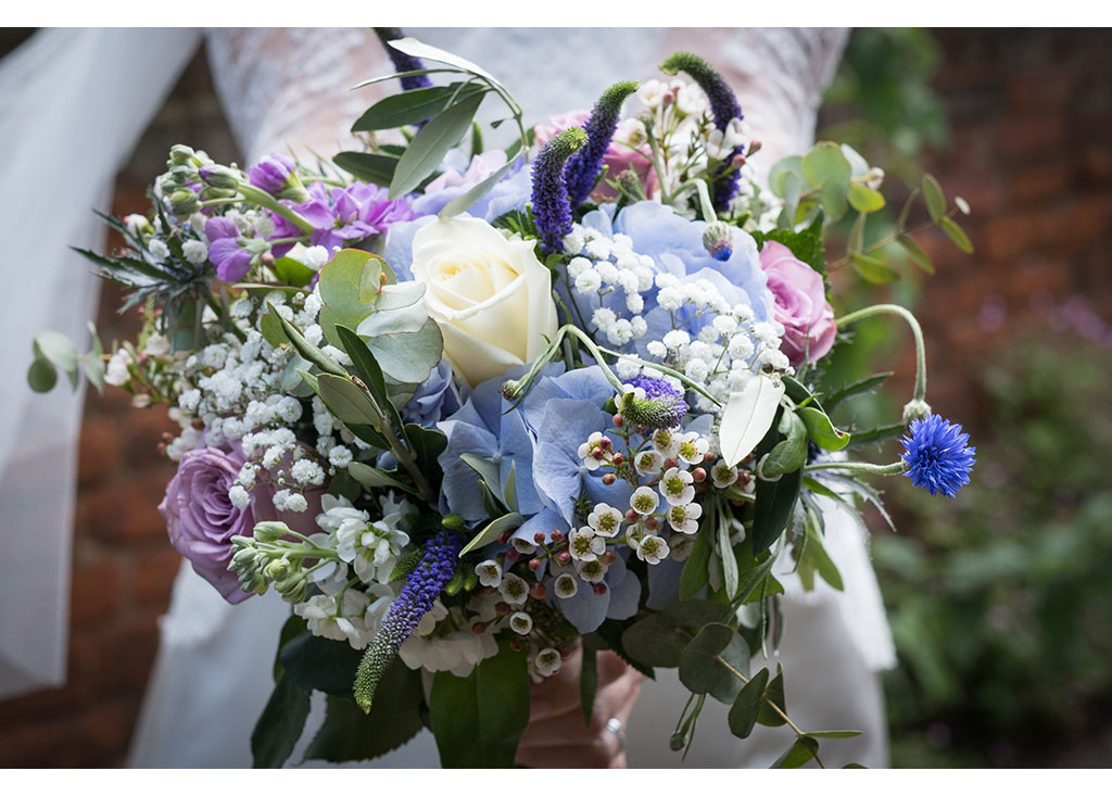 bridal bouquet photography